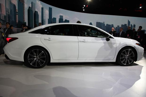 2019 Toyota Avalon: Detroit Auto Show featured image large thumb3