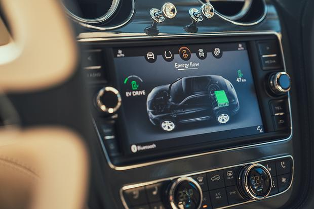 Bentley Bentayga Hybrid: Geneva Auto Show featured image large thumb5