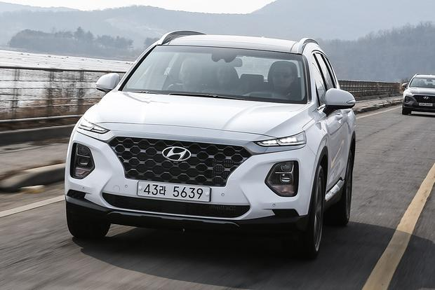 2019 Hyundai Santa Fe: Geneva Auto Show featured image large thumb0