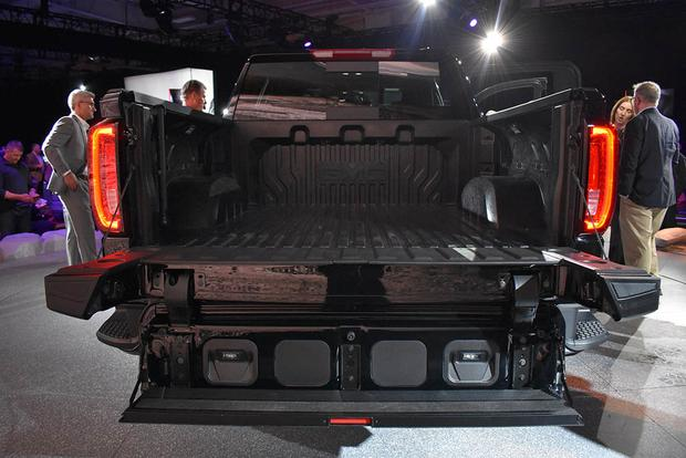 2019 GMC Sierra AT4: New York Auto Show featured image large thumb3