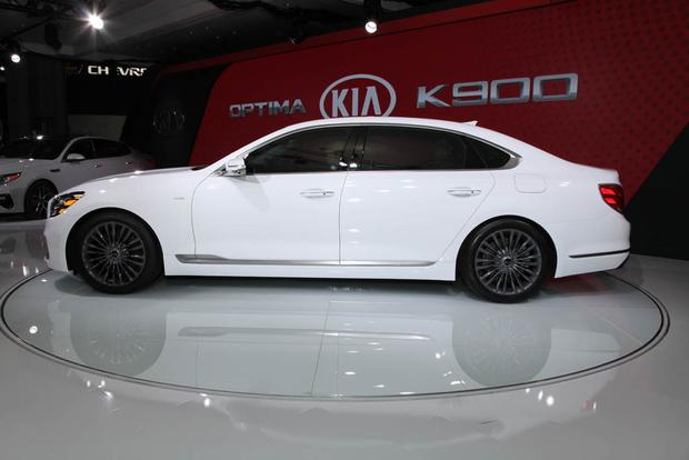 2019 Kia K900: New York Auto Show featured image large thumb1