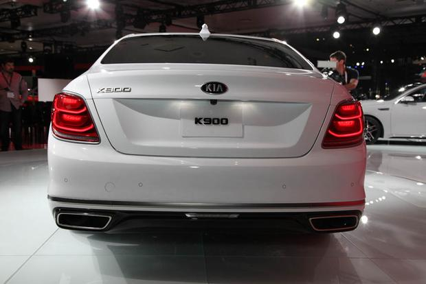 2019 Kia K900: New York Auto Show featured image large thumb3