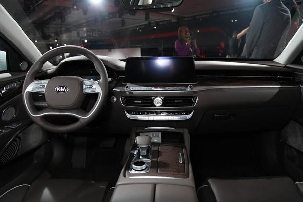 2019 Kia K900: New York Auto Show featured image large thumb4