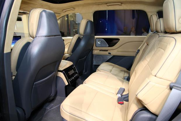 Lincoln Aviator: New York Auto Show featured image large thumb5