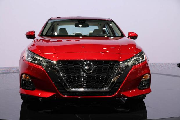 2019 Nissan Altima: New York Auto Show featured image large thumb1