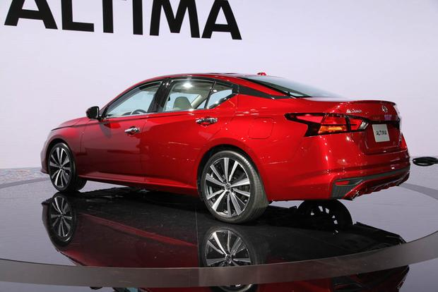 2019 Nissan Altima: New York Auto Show featured image large thumb2