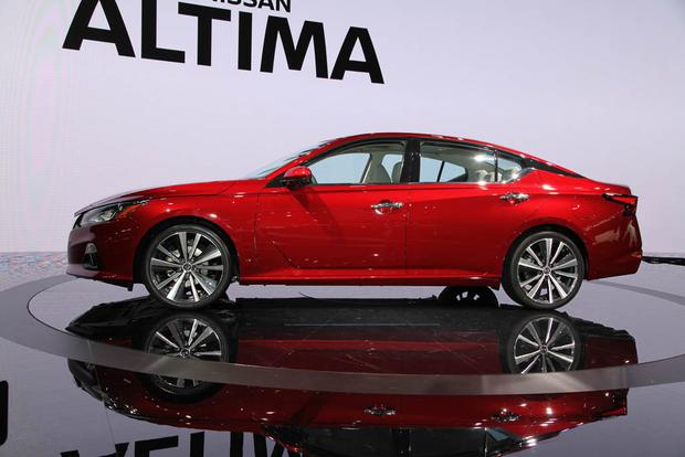 2019 Nissan Altima: New York Auto Show featured image large thumb3