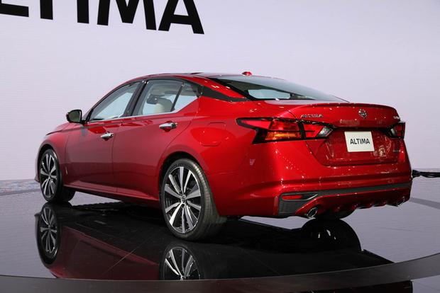 2019 Nissan Altima: New York Auto Show featured image large thumb4