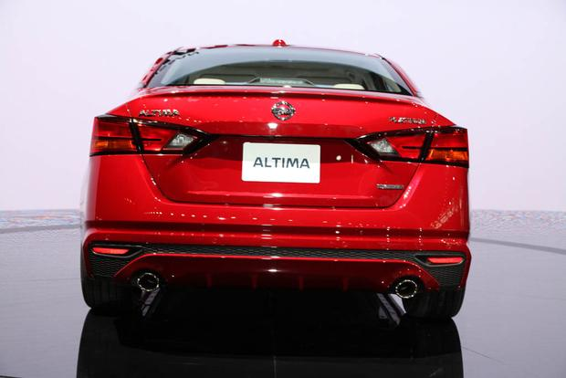 2019 Nissan Altima: New York Auto Show featured image large thumb5