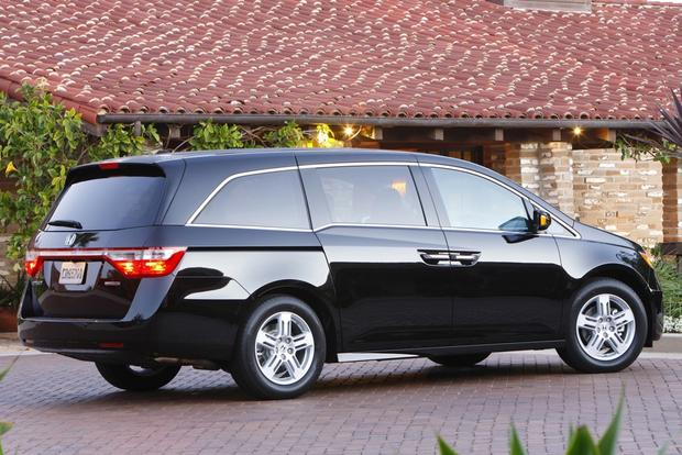 top fuel efficient suvs and minivans with 3 row seating autotrader. Black Bedroom Furniture Sets. Home Design Ideas