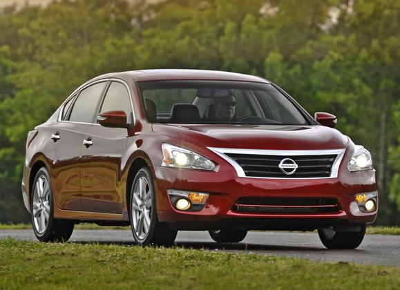 8 Most Fuel-Efficient Midsize Sedans featured image large thumb1
