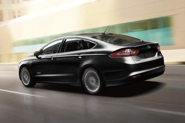 7 Family Cars That Deliver Excellent Gas Mileage featured image large thumb1