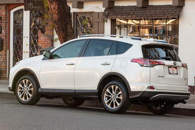 5 Spacious CPO Crossovers for Under $20,000 featured image large thumb3