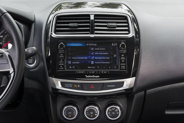 Infotainment Systems: A Comparison featured image large thumb8