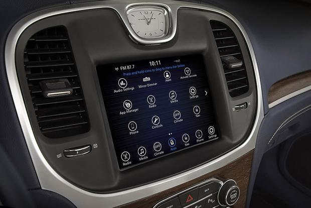 Infotainment Systems: A Comparison featured image large thumb0