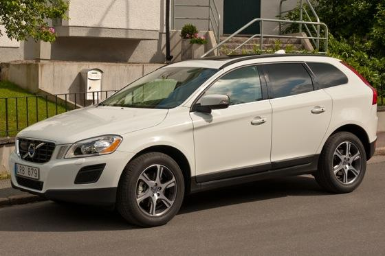 Luxury SUV Deals: March 2012 featured image large thumb4