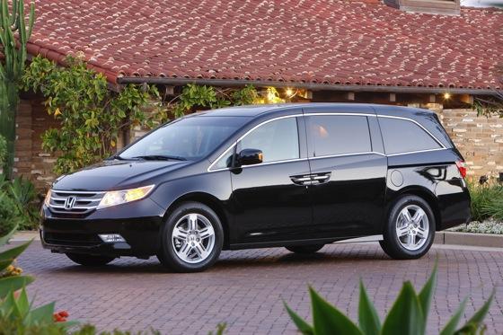 Minivan Deals: April 2012 featured image large thumb1