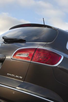 2013 Buick Enclave: New Car Review featured image large thumb3