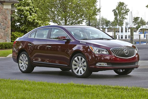 2015 Buick LaCrosse vs. 2015 Buick Regal: What's the Difference? featured image large thumb11