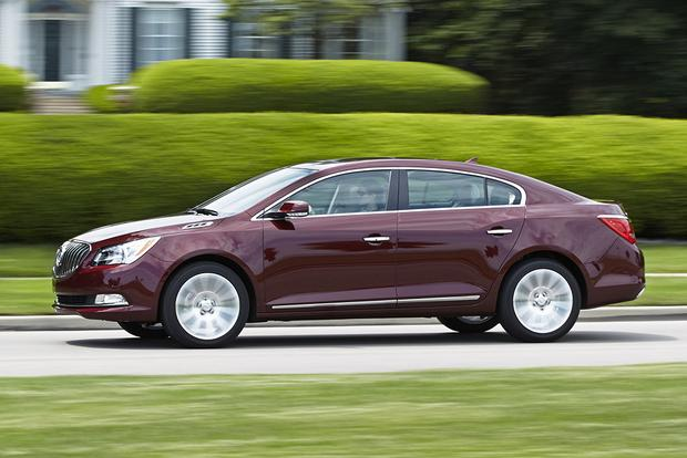 2015 Buick LaCrosse vs. 2015 Buick Regal: What's the Difference? featured image large thumb9
