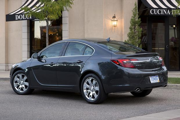 2015 Buick LaCrosse vs. 2015 Buick Regal: What's the Difference? featured image large thumb6