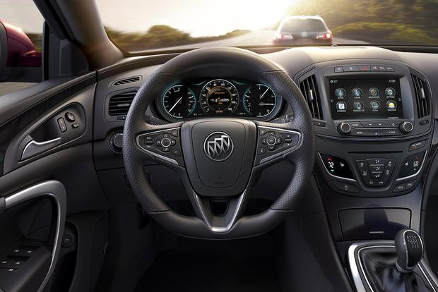 2015 Buick LaCrosse vs. 2015 Buick Regal: What's the Difference? featured image large thumb2