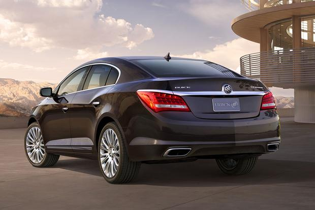 2015 Buick LaCrosse vs. 2015 Lincoln MKZ: Which Is Better? featured image large thumb1