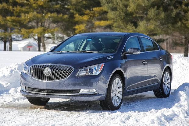 2015 Buick LaCrosse vs. 2015 Lincoln MKZ: Which Is Better? featured image large thumb3