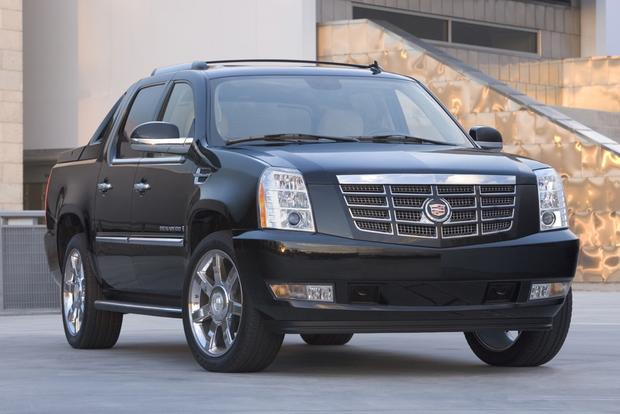 2013 Cadillac Escalade EXT: New Car Review featured image large thumb1
