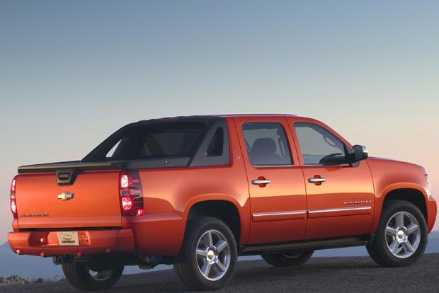 2007-2013 Chevrolet Avalanche Used Car Review featured image large thumb1