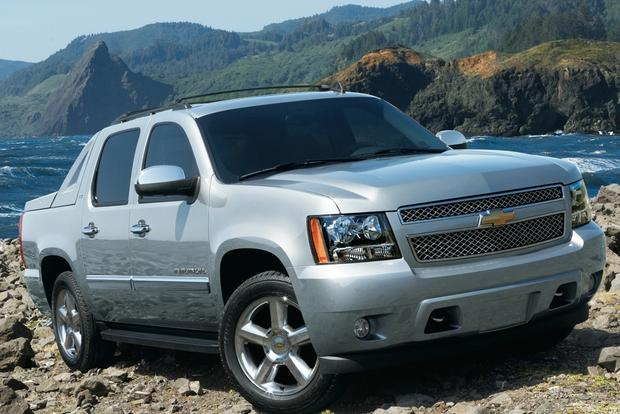 2007-2013 Chevrolet Avalanche Used Car Review featured image large thumb3