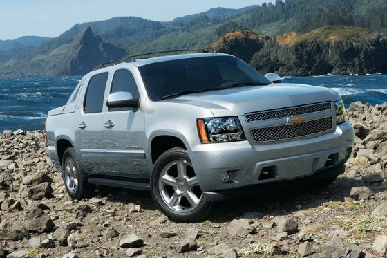 2013 chevrolet avalanche new car review autotrader. Black Bedroom Furniture Sets. Home Design Ideas