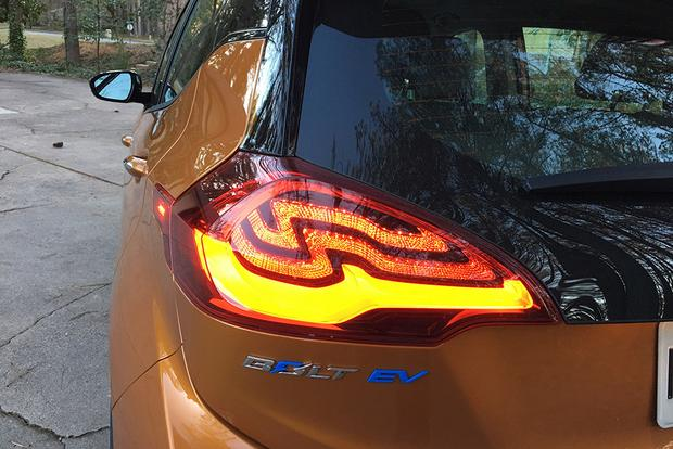 2017 Chevrolet Bolt EV: Meeting Expectations? featured image large thumb7