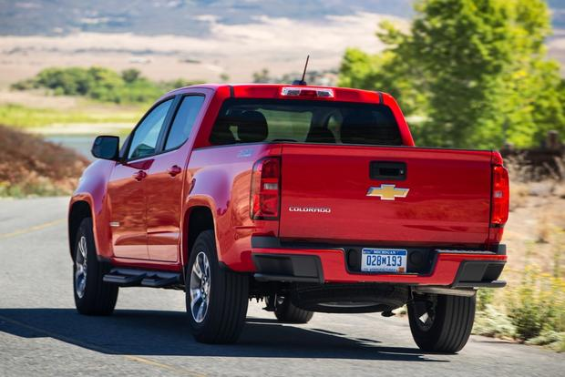 2015 Chevrolet Colorado vs. 2015 Toyota Tacoma: Which Is Better? featured image large thumb3