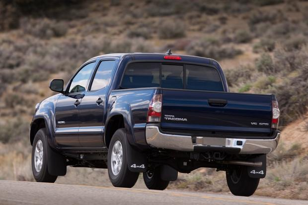 2015 Chevrolet Colorado vs. 2015 Toyota Tacoma: Which Is Better? featured image large thumb5