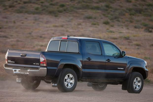 2015 Chevrolet Colorado vs. 2015 Toyota Tacoma: Which Is Better? featured image large thumb11