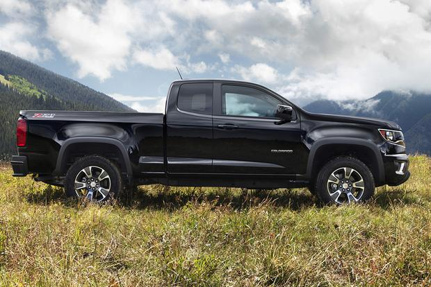 2015 Chevrolet Colorado vs. 2015 Nissan Frontier: Which Is Better? featured image large thumb1