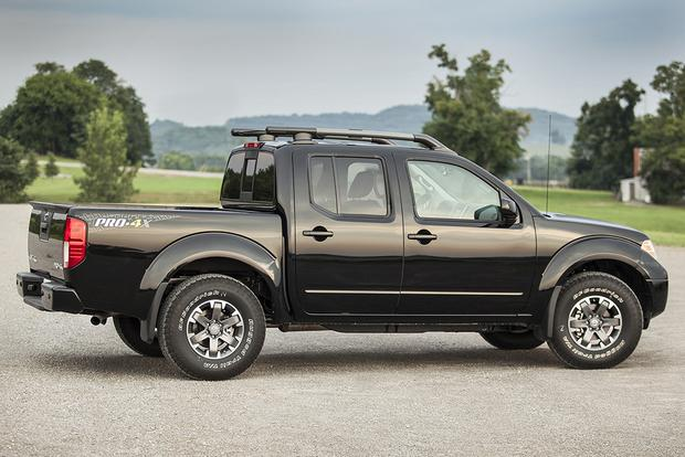 2015 Chevrolet Colorado vs. 2015 Nissan Frontier: Which Is Better? featured image large thumb2