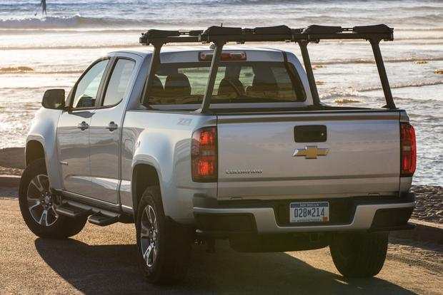 2015 Chevrolet Colorado vs. 2015 Chevrolet Silverado: What's the Difference? featured image large thumb7
