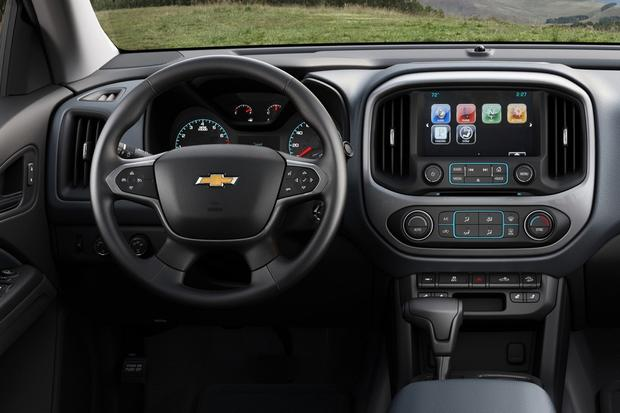 2015 Chevrolet Colorado vs. 2015 Chevrolet Silverado: What's the Difference? featured image large thumb9