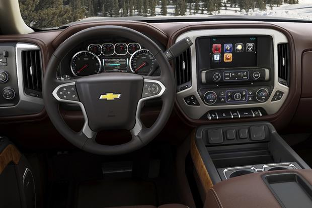 2015 Chevrolet Colorado vs. 2015 Chevrolet Silverado: What's the Difference? featured image large thumb10
