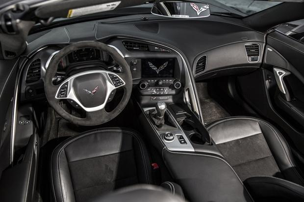 2015 Chevrolet Corvette: New Car Review featured image large thumb4