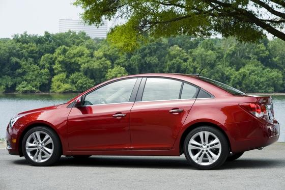 2013 Chevrolet Cruze: New Car Review featured image large thumb4