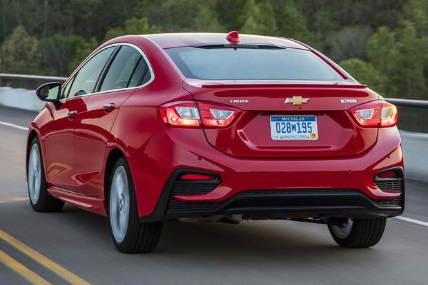2015 vs. 2016 Chevrolet Cruze: What's the Difference? featured image large thumb10