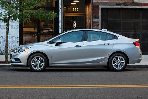 2018 Chevrolet Cruze New Car Review Featured Image Large Thumb5
