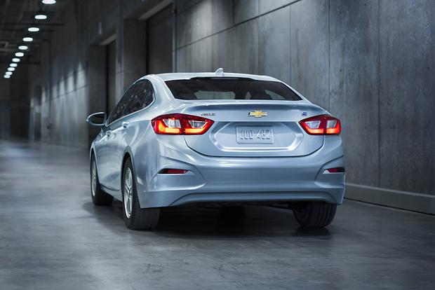2018 Chevrolet Cruze: New Car Review featured image large thumb6