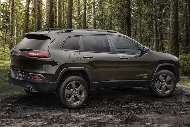 2018 Chevrolet Equinox vs. 2017 Jeep Cherokee: Which Is Better? featured image large thumb2