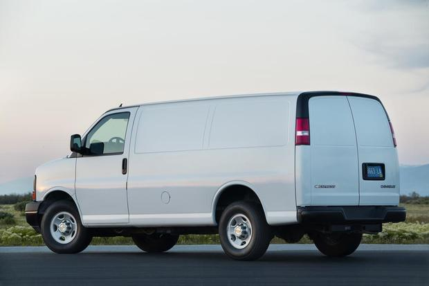 Chevy Express Van >> 2017 Chevrolet Express Van 2500 New Car Review Autotrader