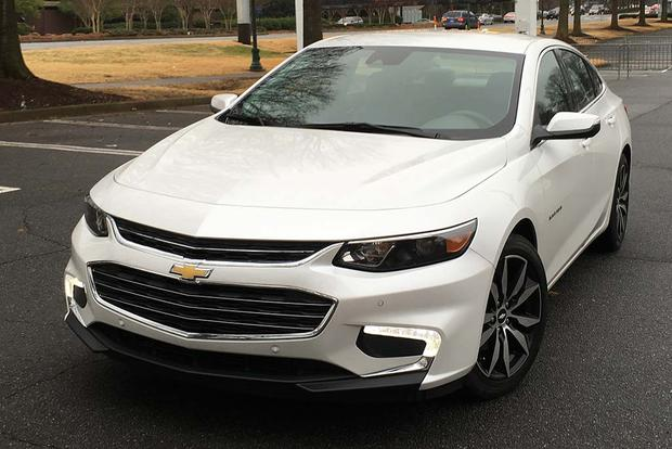 2016 Chevrolet Malibu: Apple CarPlay featured image large thumb5