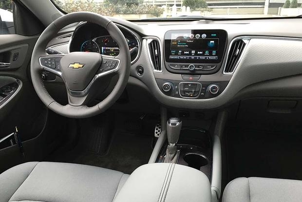 2016 Chevrolet Malibu: Tech-Tastic featured image large thumb5